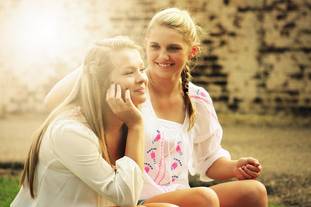lesbian-sex-two-pretty-girls-ashton